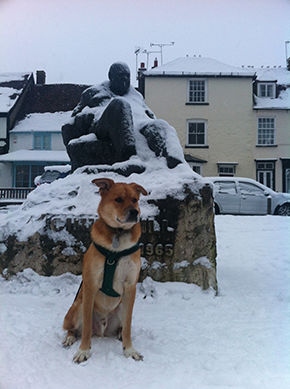 Theo---Snow---Churchill-statue